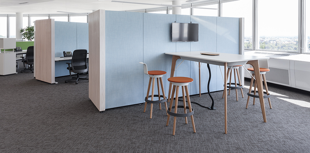 NOOXS partitioning & TIMBA Table high with TIMBA Stools